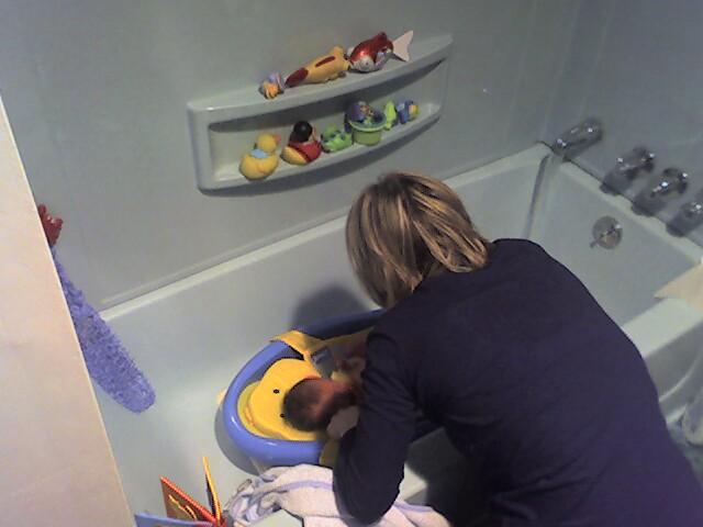 Bathtime fun w/ Mommy